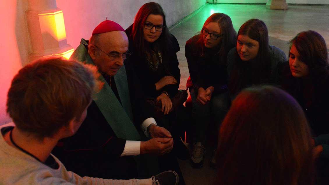Jugendkatechese mit Bischof Felix Genn.