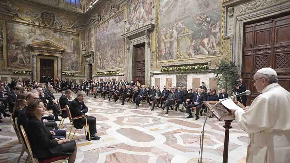 In der Sala Regia im Apostolischen Palast hielt der Papst seine vierte große Europa-Rede vor den Vertretern der EU. Nicht anwesend war Großbritannien.