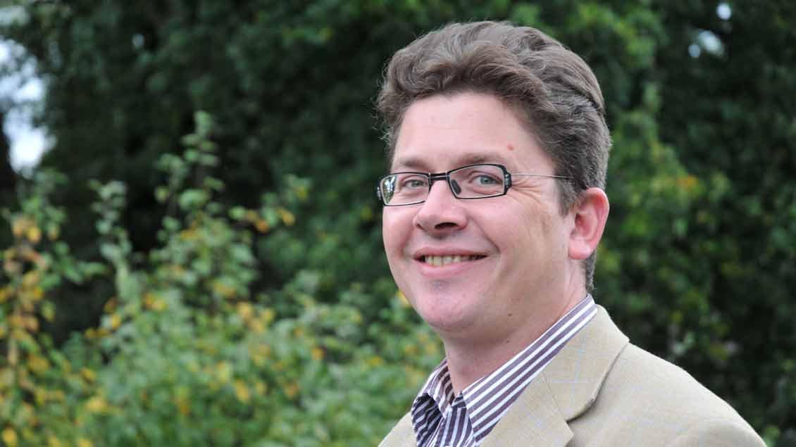 Pfarrer Carsten Roeger.