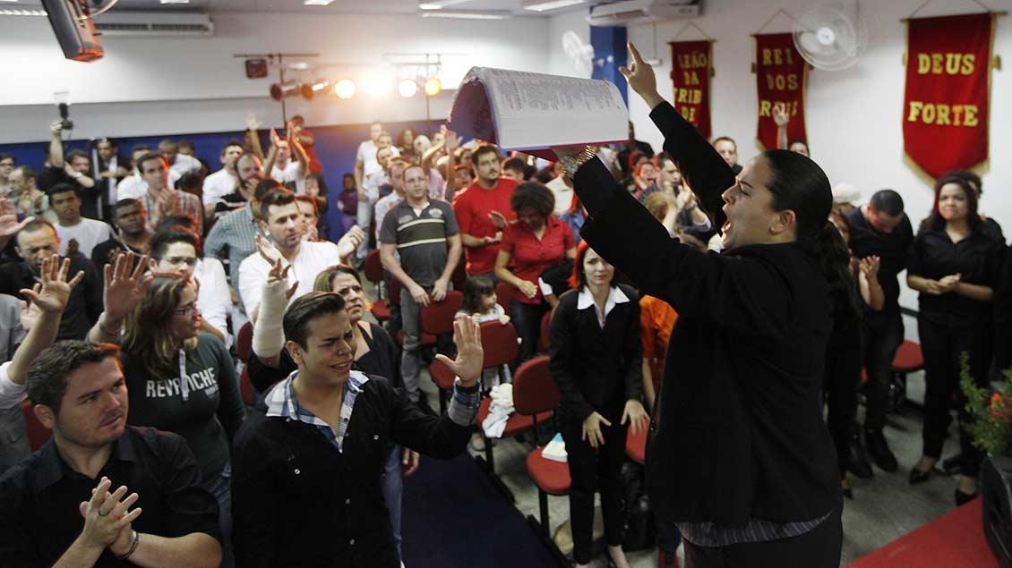 Gebetsstunde einer evangelikalen Mission in den USA.