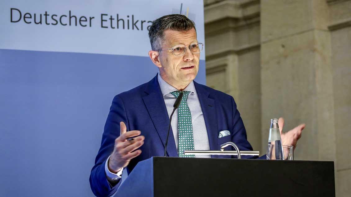 Der evangelische Theologe Peter Dabrock ist Vorsitzender des Deutschen Ethikrats. Foto: Reiner Zensen/Deutscher Ethikrat