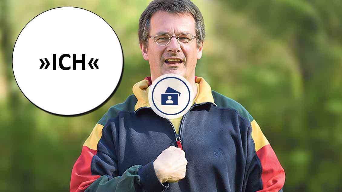 Fotostrecke: Gehörlosenseelsorger Wolfgang Schmitz mit dem Ostergruß in Gebärdensprache. Fotostrecke: Michael Bönte