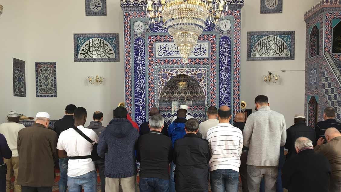 Mittags-Gebet in einer Moschee in Münster.