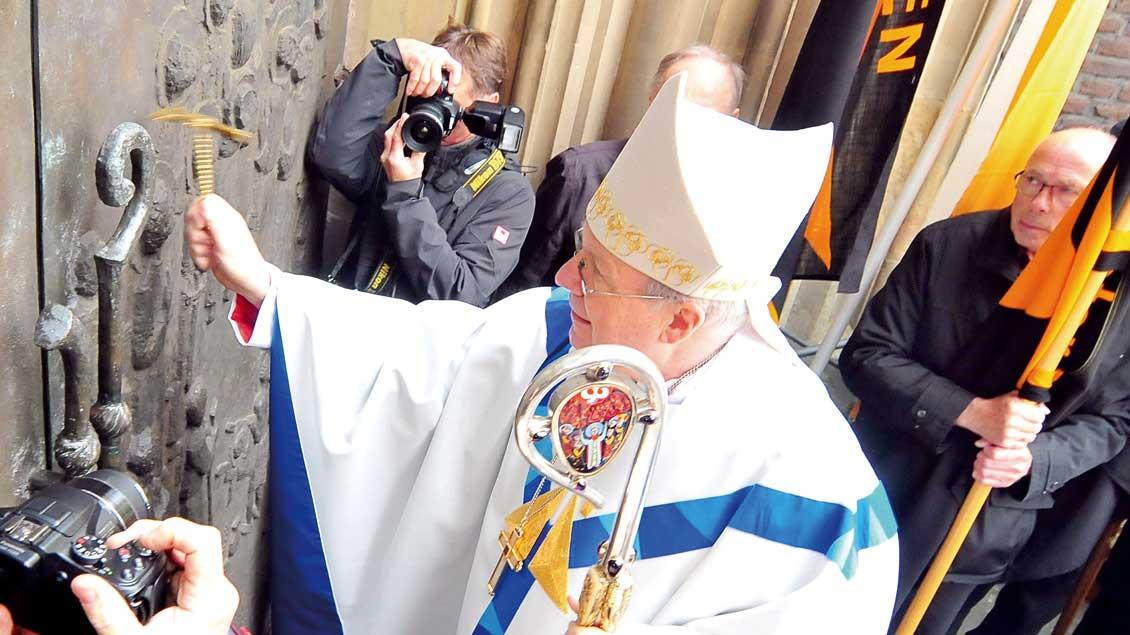Der Wiener Kardinal Christoph Schönborn öffnete im vergangenen Jahr am 1. Mai die Pilgerpforte an der Kevelaerer Marienbasilika. In diesem Jahr wird Kurienkardinal Marc Ouellet die Wallfahrtszeit eröffnen.