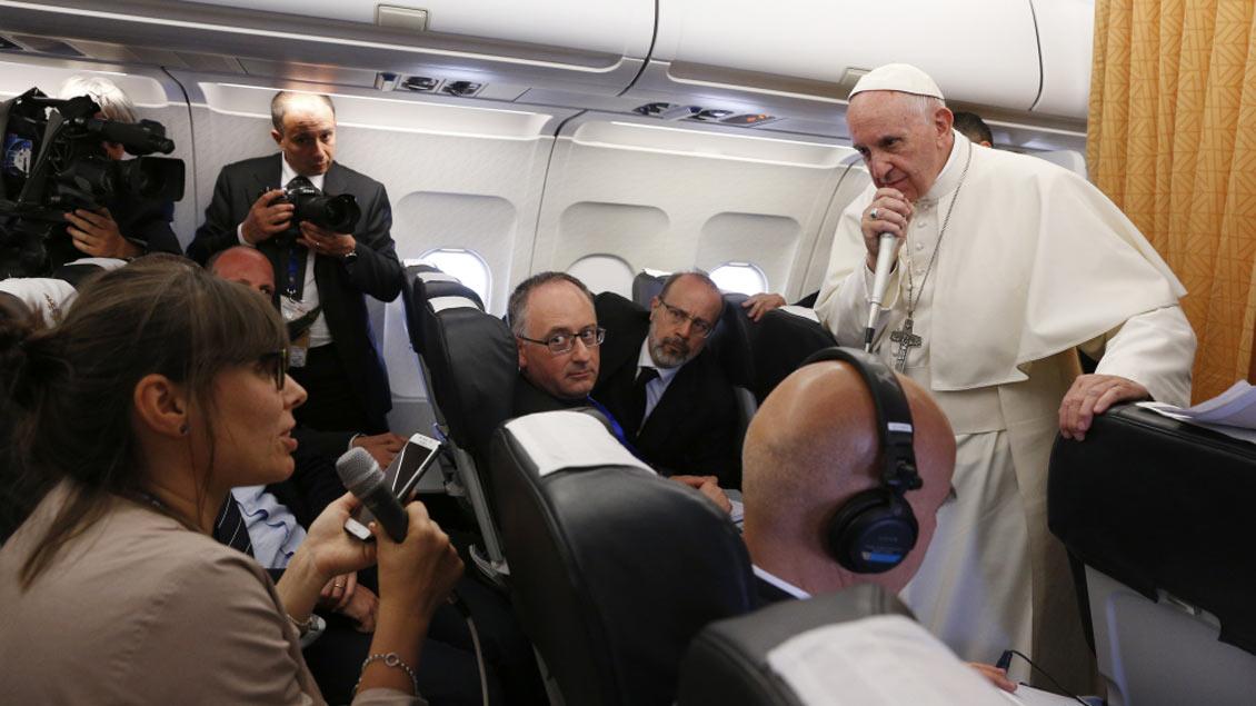 Fliegende Pressekonferenz mit Papst Franziskus