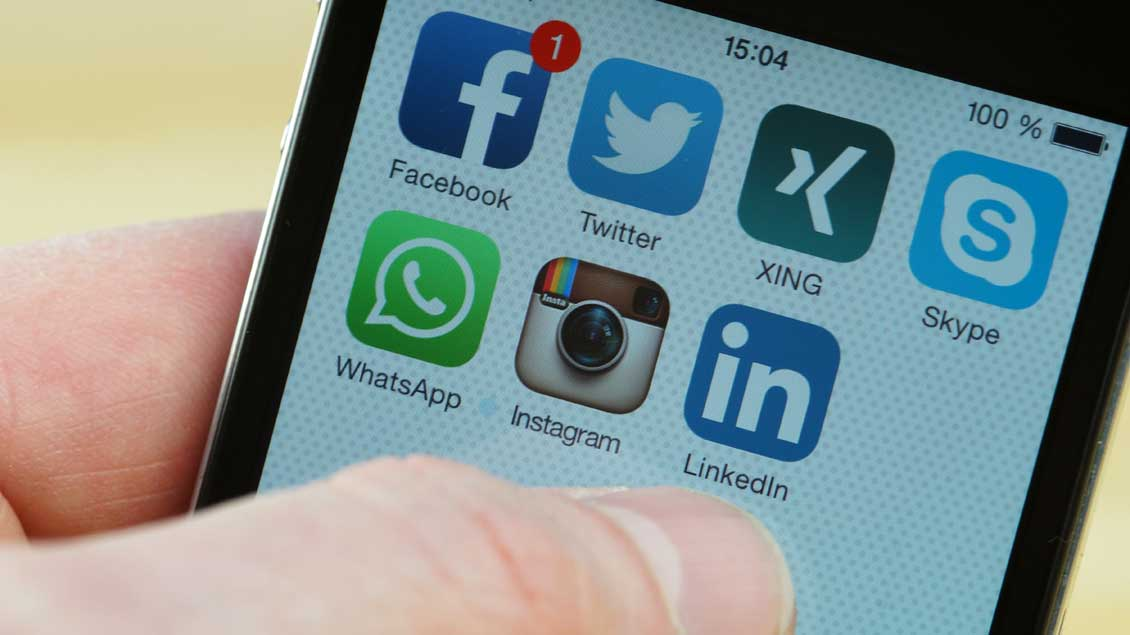 Soziale Netzwerke auf dem Handydisplay. Foto: KNA