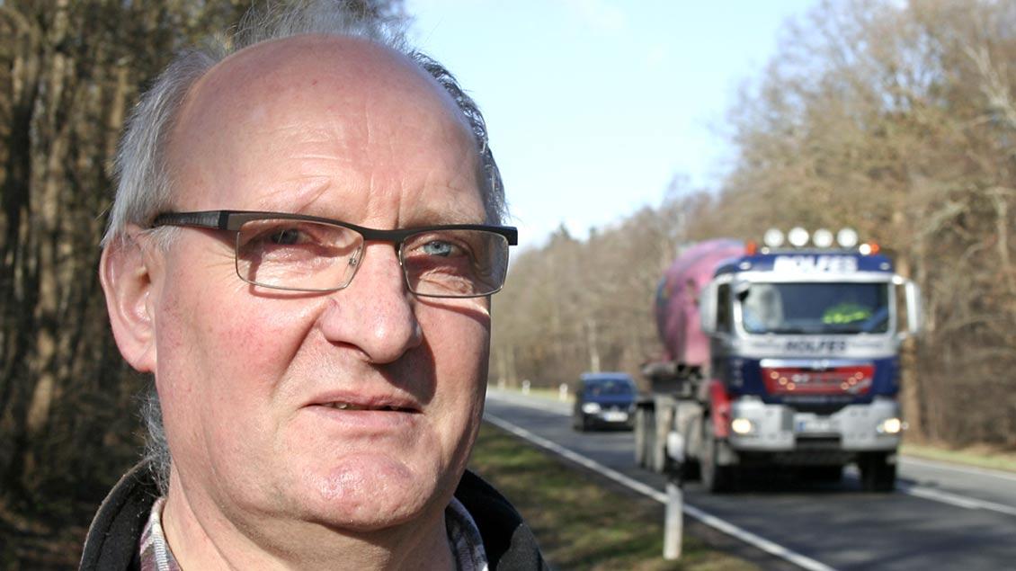 Hubert Kathmann lebt wochentags in seinem Führerhaus auf Autobahnen und Landstraßen.