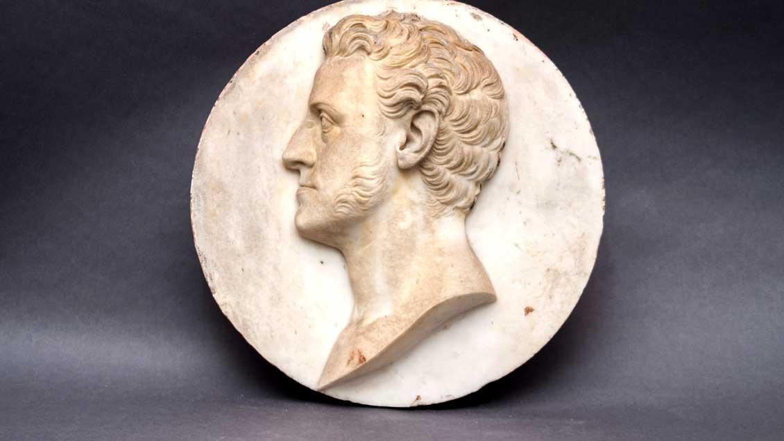 Grabmonument des August von Goethe (Relieftondo mit Profilporträt), Bertel Thorvaldsen, 1831, Rom, Botschaft der Bundesrepublik Deutschland in Italien. Foto: Diözesanmuseum Paderborn