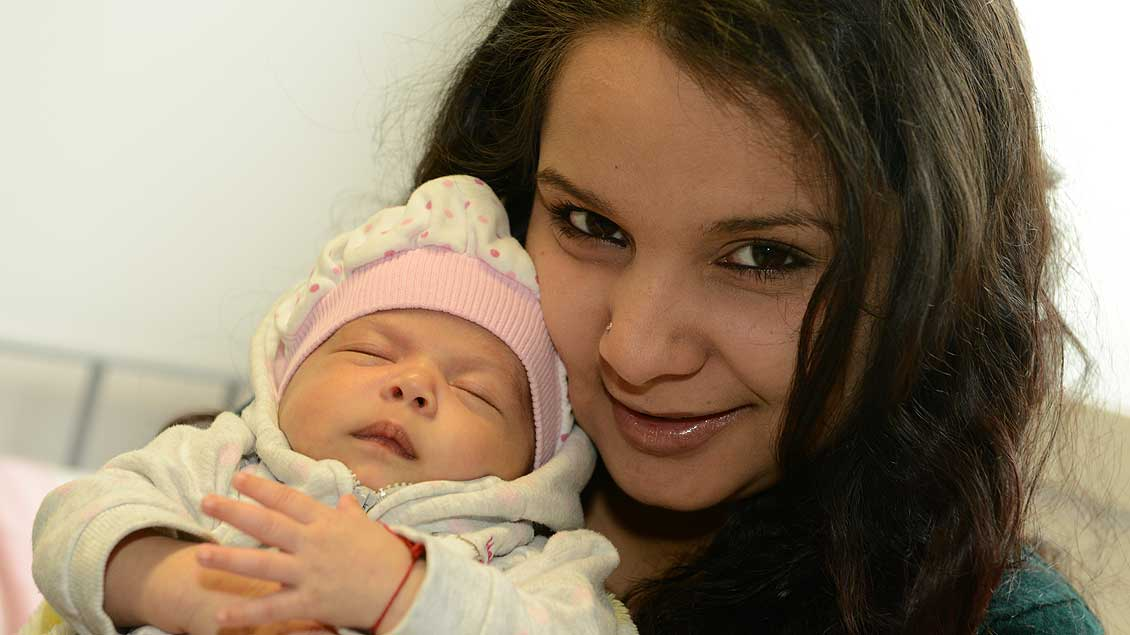 Eine Migrantin mit ihrem Baby.