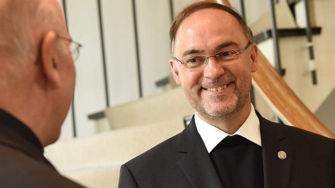 Rolf Lohmann, künftiger Weihbischof für die Region Niederrhein, während der Bekanntgabe seiner Ernennung durch Bischof Felix Genn in Münster.