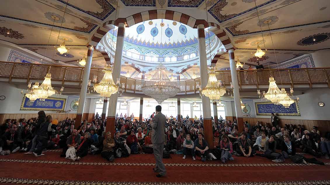 Besichtigung einer Moschee im Rahmen des Programms des Katholikentags 2012 in Mannheim.