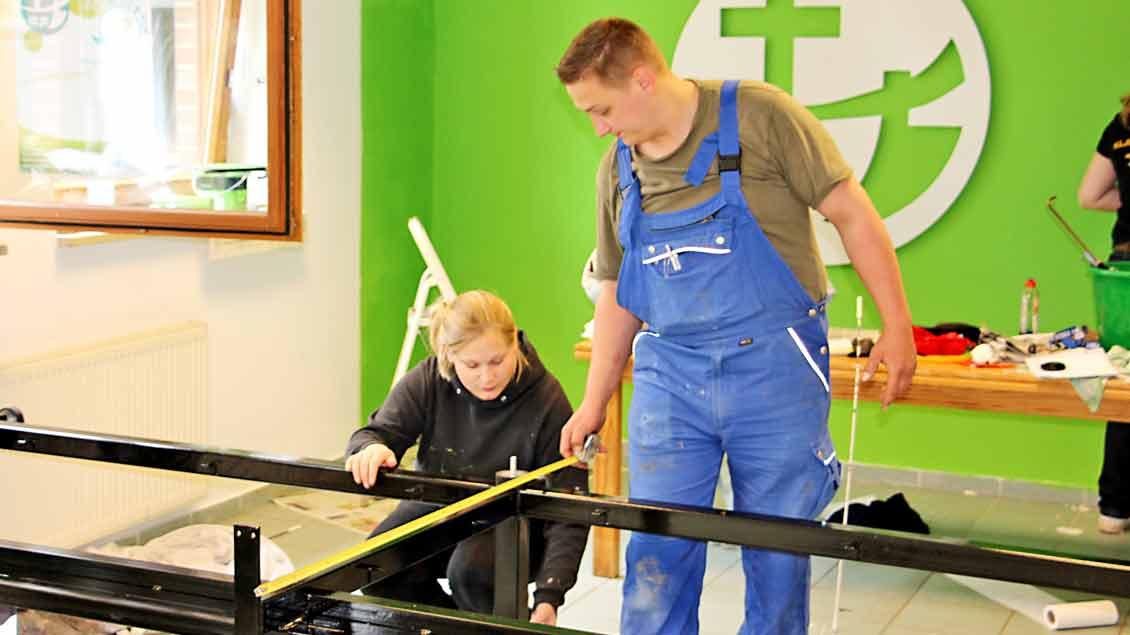 Die Emsteker KLJB hat bei der 72-Stunden-Aktion  ihren Raum im Pfarrheim renoviert. Der Raum wird auch von anderen Gruppen der Gemeinde genutzt.|Foto: Nina Holstermann