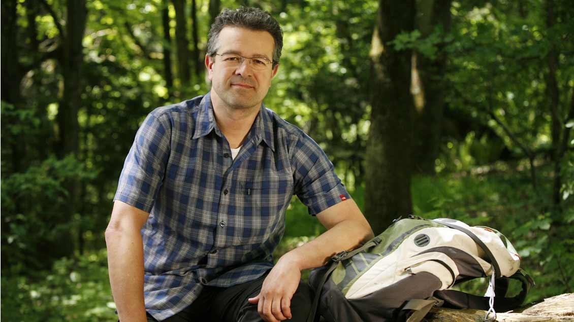 Manuel Andrack lädt zum Mitwandern ein.