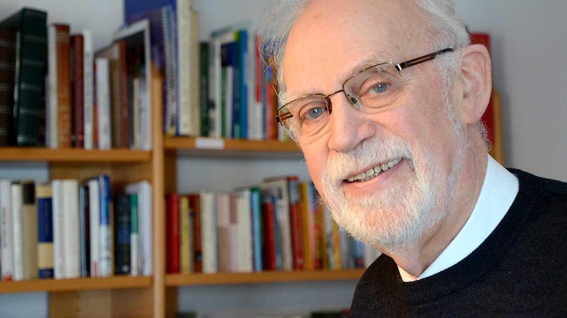 Heinrich Bücker, emeritierter Pfarrer und heilkundlicher Psychotherapeut, hat ein ein Buch über Abraham und Sara veröffentlicht.