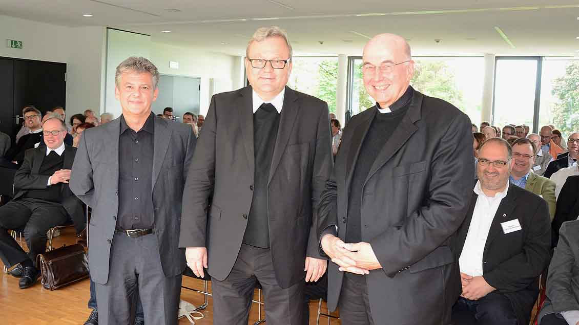 Arno Zahlauer, Bischof Franz-Josef Bode und Bischof Felix Genn (von links) referierten beim ersten gemeinsamen Diakonentag der Bistümer Münster und Osnabrück im Gertrudenstift in Rheine.