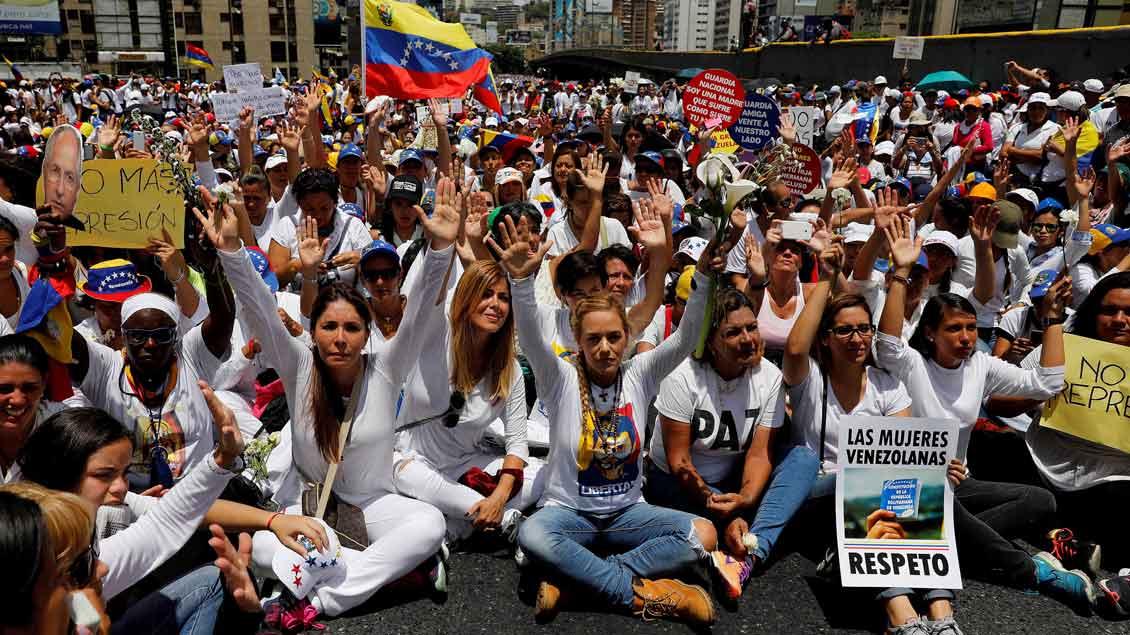 Frauen demonstrieren in Venezuela.