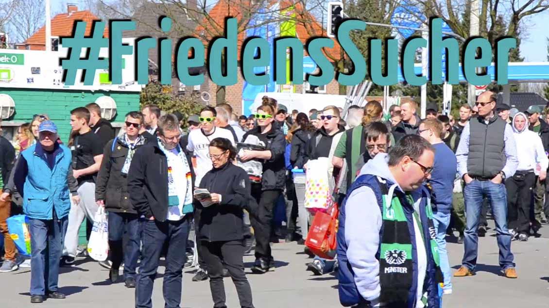Das erste Video entstand vor einem Fußballspiel in Münster.