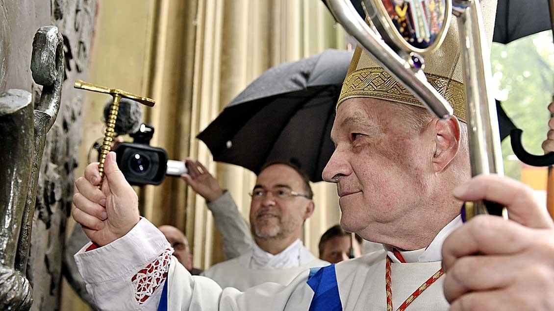 Kardinal Ouellet öffnet die Pilgerpforte