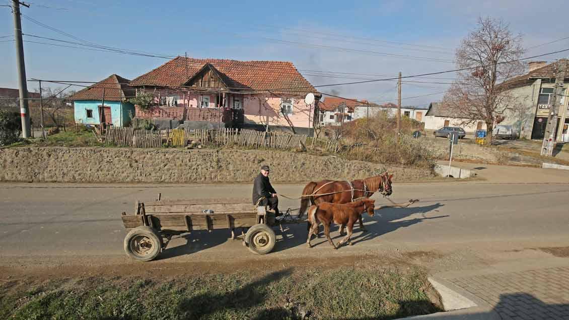 In Ost- und Südosteuropa – hier in Rumänien – herrscht gerade auf dem Land oft noch Armut. Hier hilft Renovabis.
