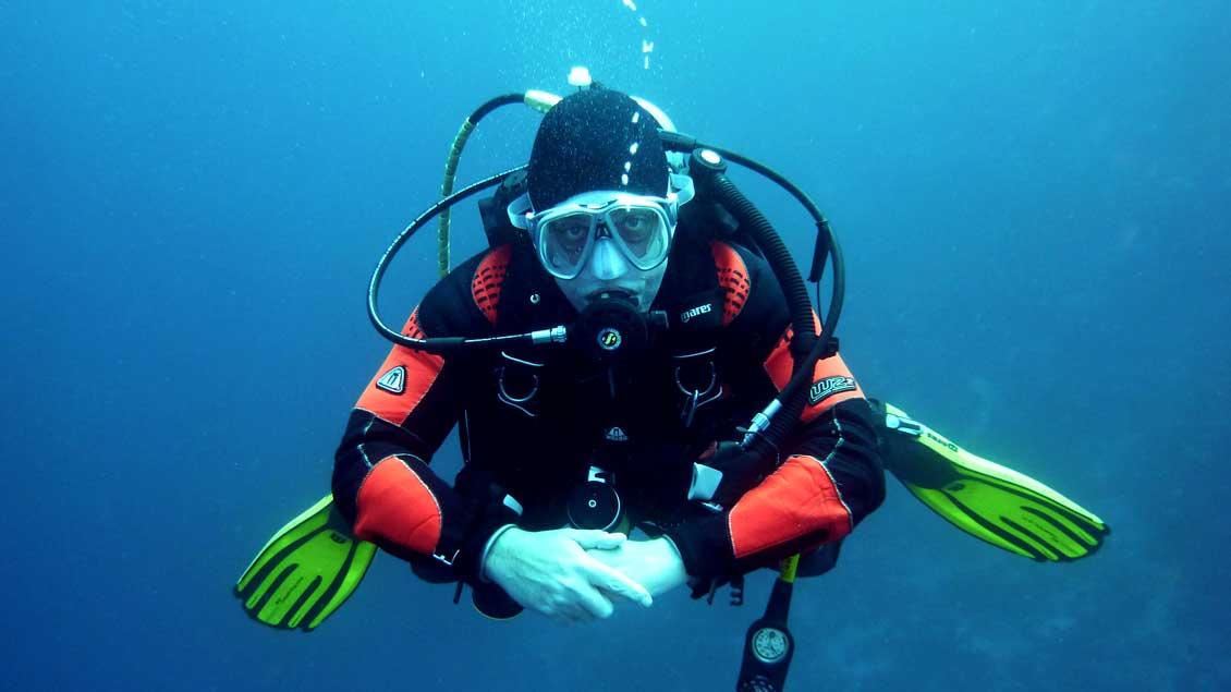 """""""Ich nutze die Gelegenheit, die Schöpfung und auch das Privileg bewusst wahrzunehmen, diesen besonderen Teil der Schöpfung, die Unterwasserwelt, erfahren zu dürfen"""", sagt Pfarrer Michael Vehlken. Der Taucher auf unserem Symbolfoto ist allerdings je"""