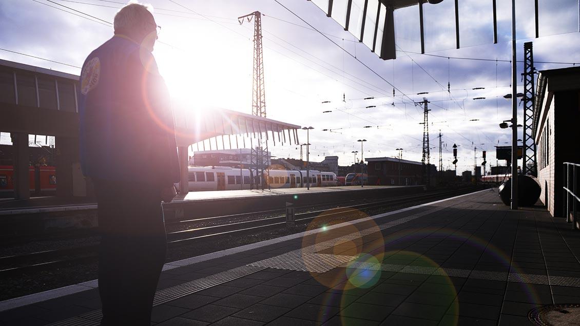 Auf dem Bahnsteig. | Foto: Michael Bönte
