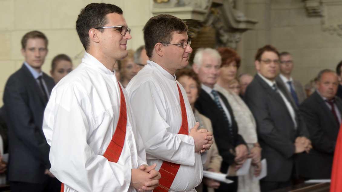 Die Neupriester Lukas Hermes (links) und Matthias Rump.