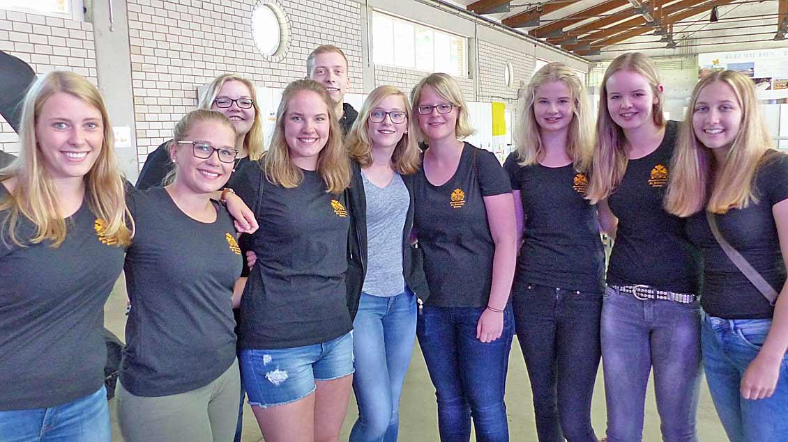 Messdienerleiterinnen der Gemeinde Lindern St. Katharina haben ihre Gruppenkinder nach Vechta begleitet. | Foto: Scheeben