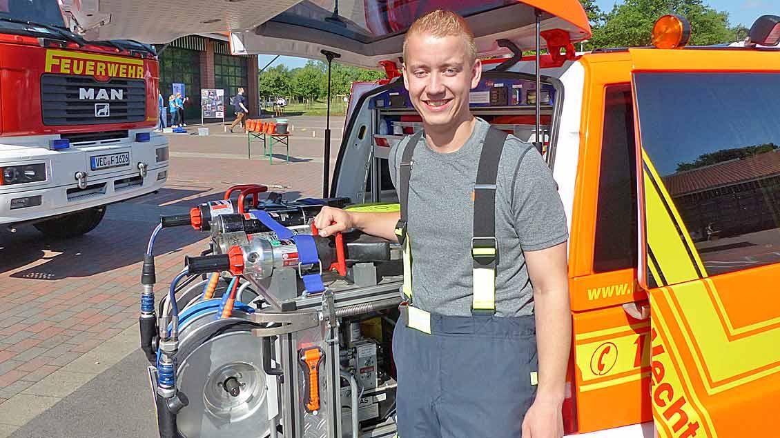 Tobias Chardon von der Messdienergemeinschaft Vechta St. Georg war mit einem Trupp der Freiwilligen Feuerwehr beim Messdienertag dabei. | Foto: Franz Josef Scheeben