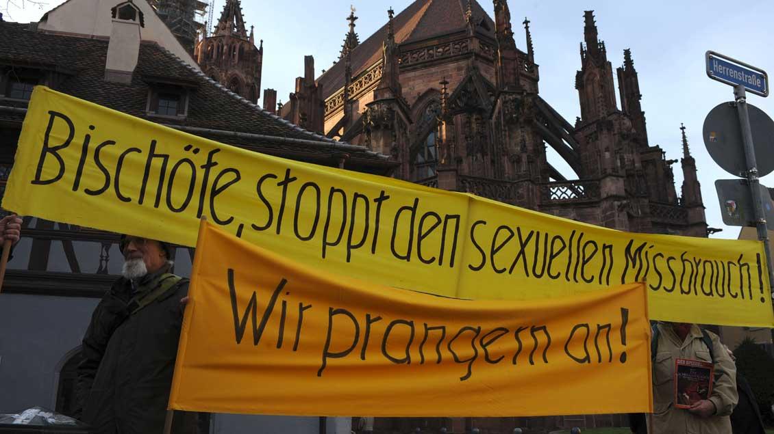 Demonstration vor dem Freiburger Münster.