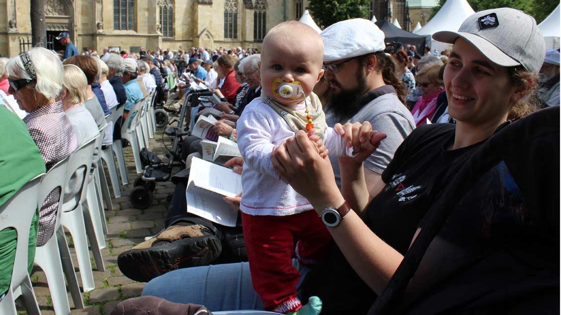 Eine der jüngsten Teilnehmerinnen beim ökumenischen Fest. | Foto: Annette Saal