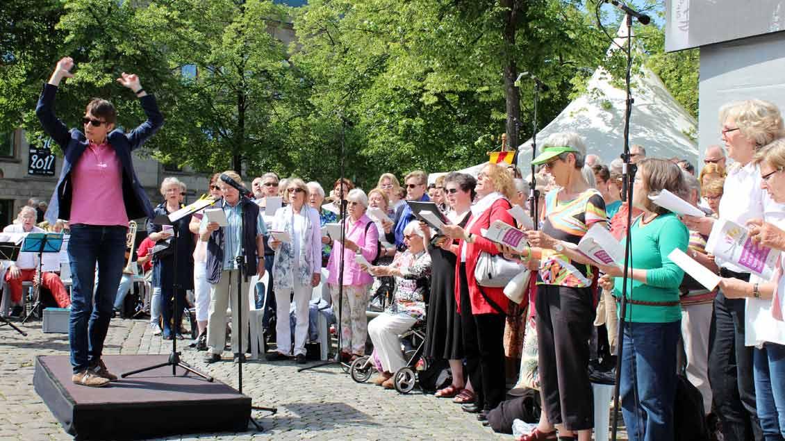 Der ökumenische Projektchor unter Leitung von Regionalkantorin Jutta Bitsch. | Foto: Annette Saal