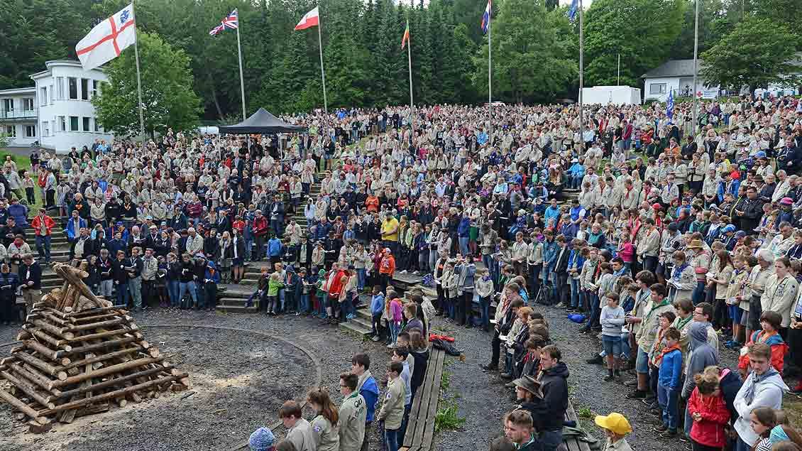 4.000 Pfadfinder feierten bei ihrem Bundeslager im Westerwald gemeinsam den Pfingstgottesdienst.