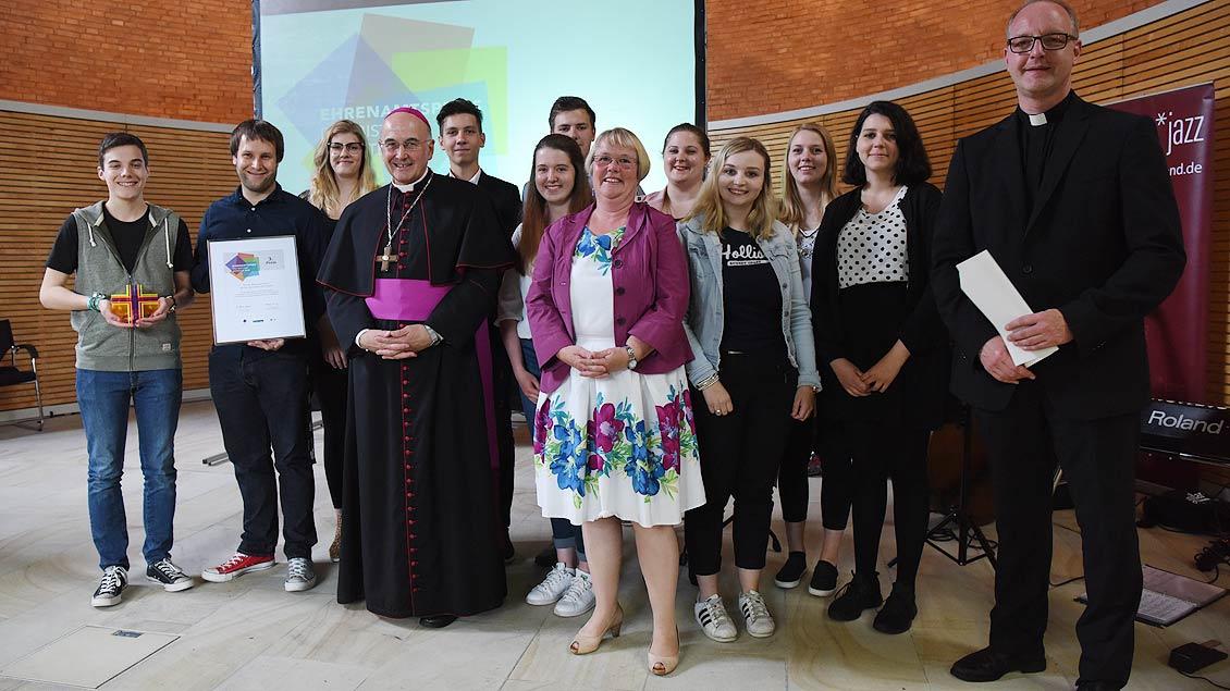 Weihnachten einmal anders - Bischof Felix Genn war begeistert von der Idee der KJG St. Marien in Ochtrup. | Foto: Michael Bönte