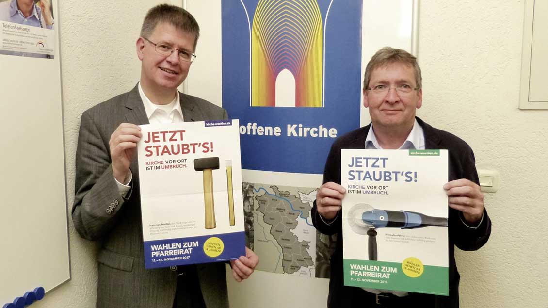 Kreisdechant Johannes Mecking (links) und Kreisdekanatsgeschäftsführer Hubert Lemken auf Kandidatensuche.