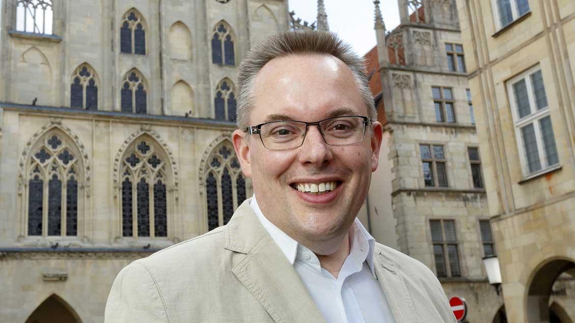 Stefan Weber, Vorsitzender der CDU-Ratsfraktion, vor dem Rathaus in Münster.