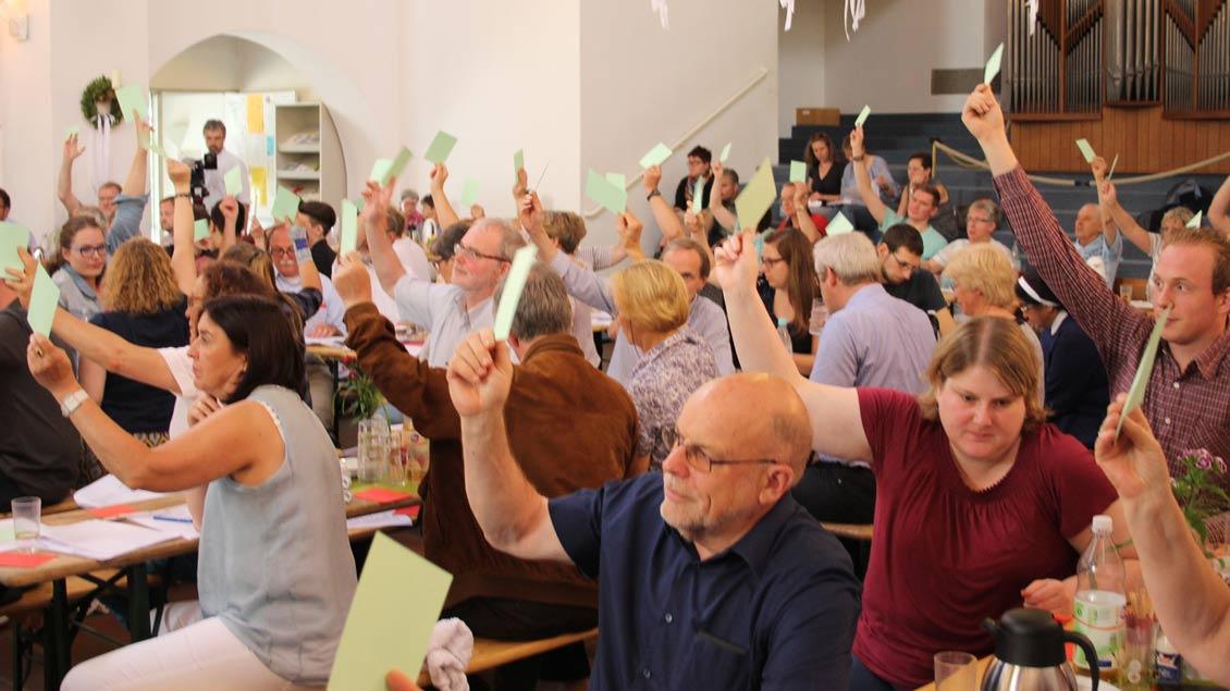 Über viele Vorlagen stimmten die Mitglieder des Stadtkonzils in der St.-Elisabeth-Kirche in Recklinghausen ab.