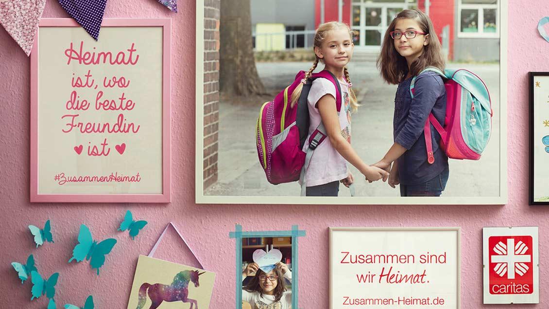 Ein Plakatmotiv, mit dem die Caritas auf ihr Jahresthema aufmerksam macht: Heimat ist, wo die beste Freundin ist.