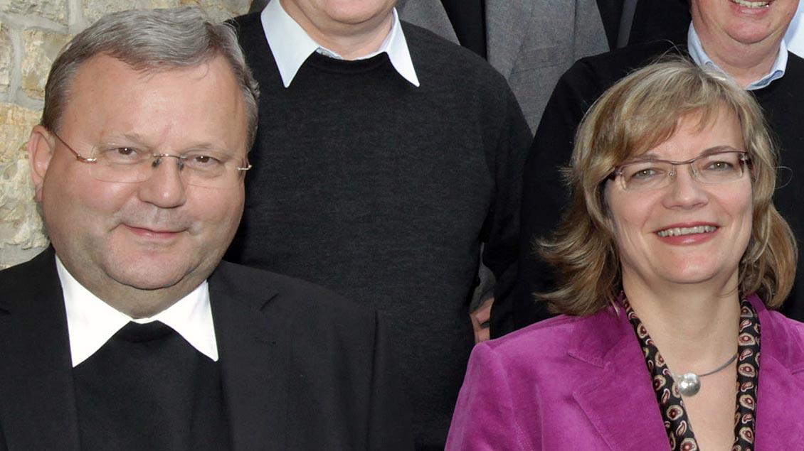 Daniela Engelhard und Bischof Franz-Josef Bode.