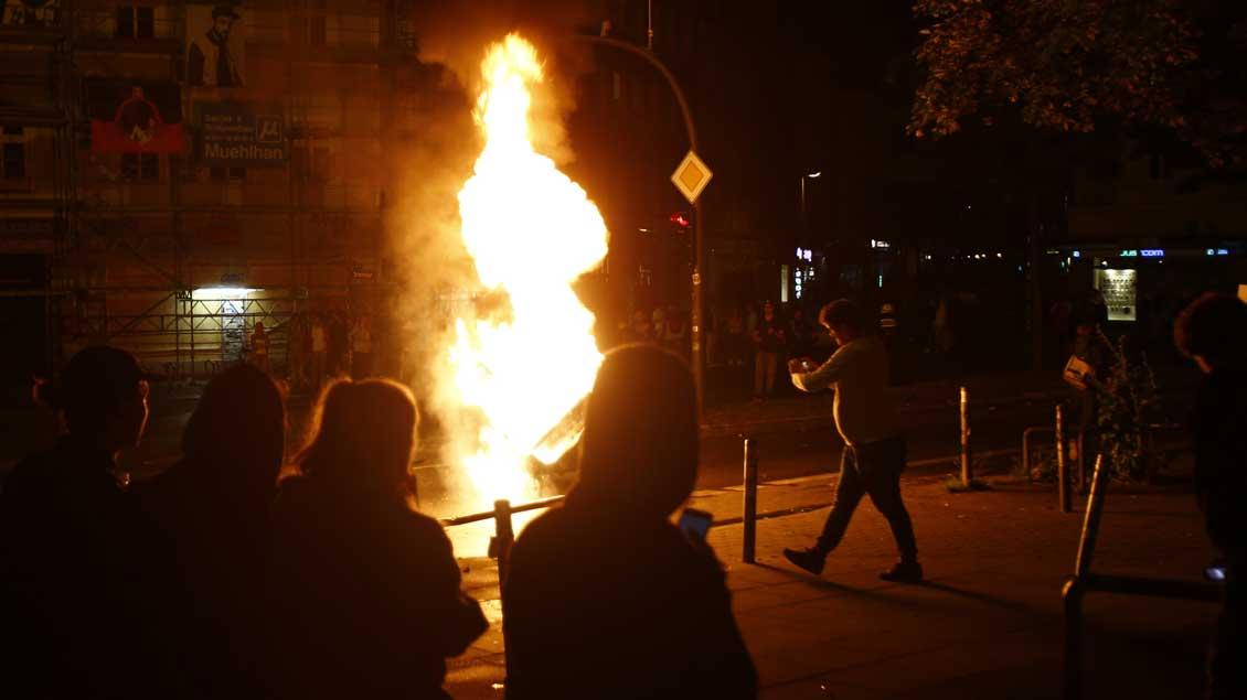 Brennende Mülleimer waren noch harmlos. Die Gewalt in Hamburgs Straßen während des G20-Gipfels kritisieren Kirche und Politik nach der dritten Krawallnacht
