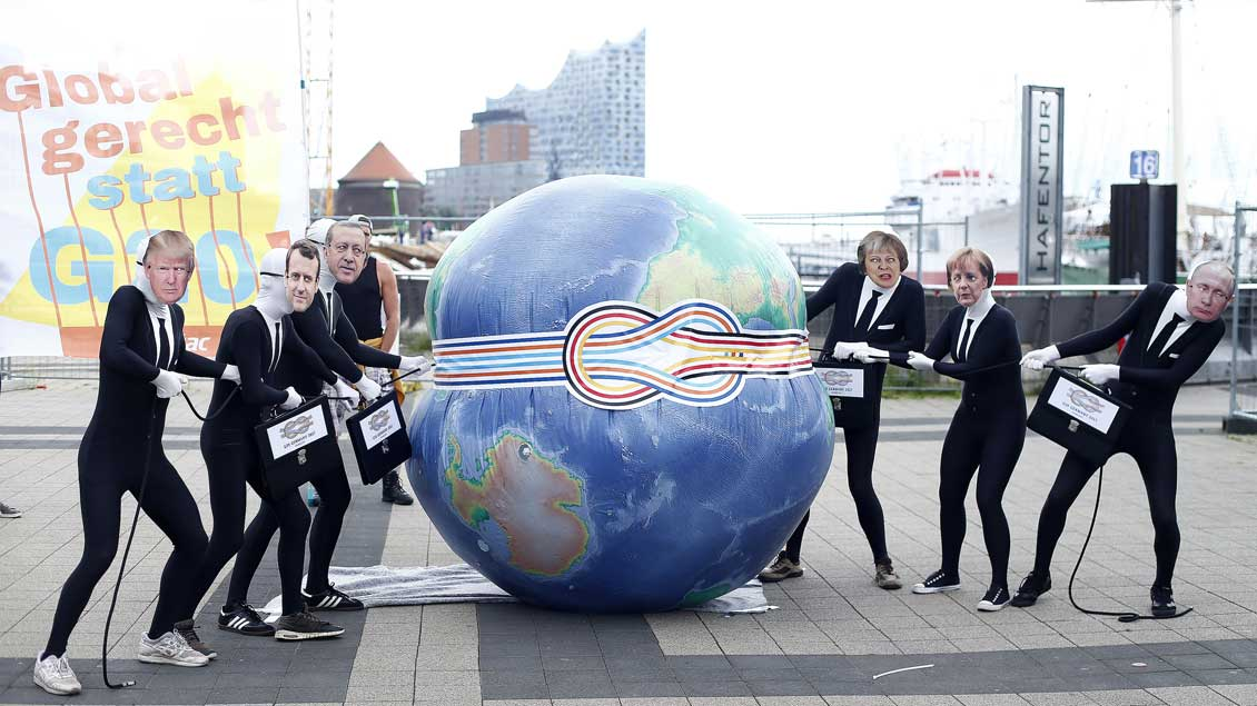 Protest gegen das Gipfeltreffen vor der Elbphilharmonie in Hamburg.