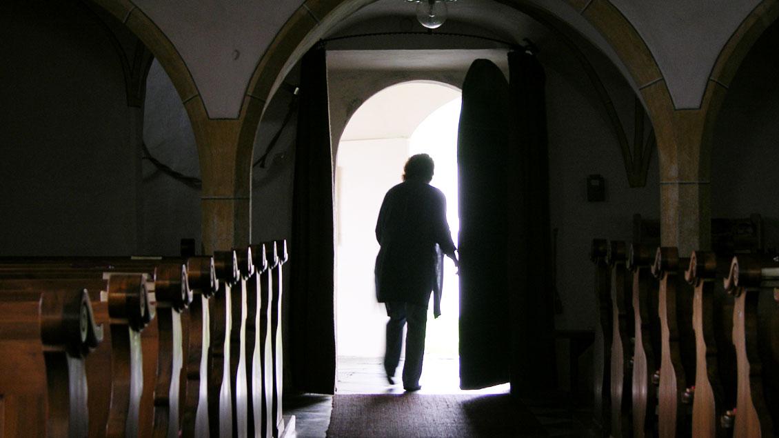 Nicht wenige Menschen verlassen die Kirche per Austritt.