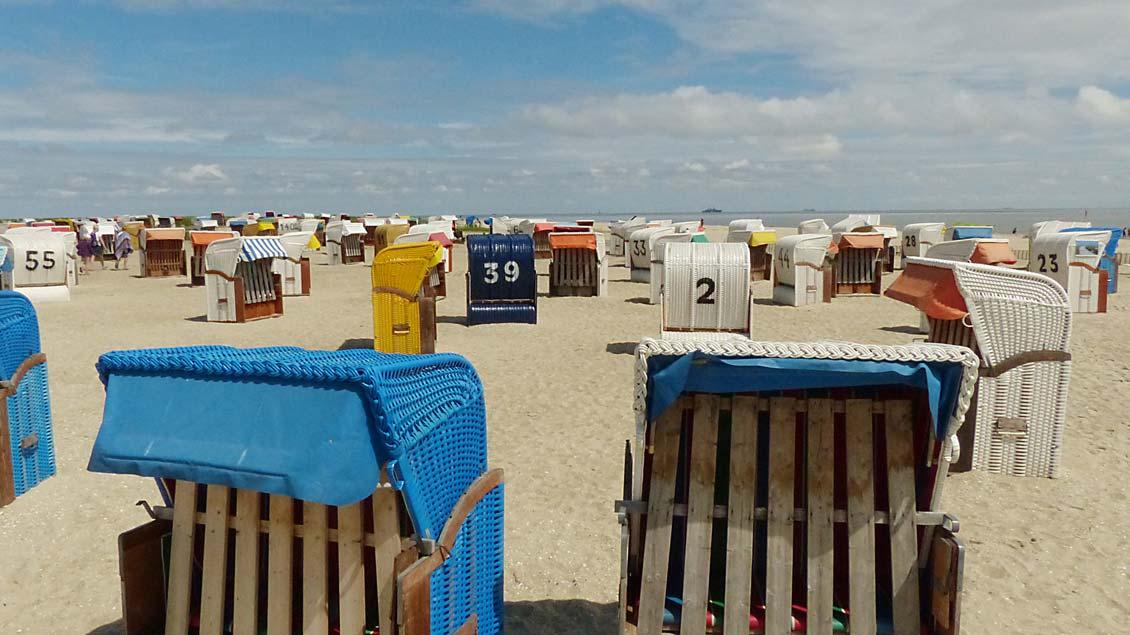 Strandkörbe am Strand von Schillig an der Nordsee.