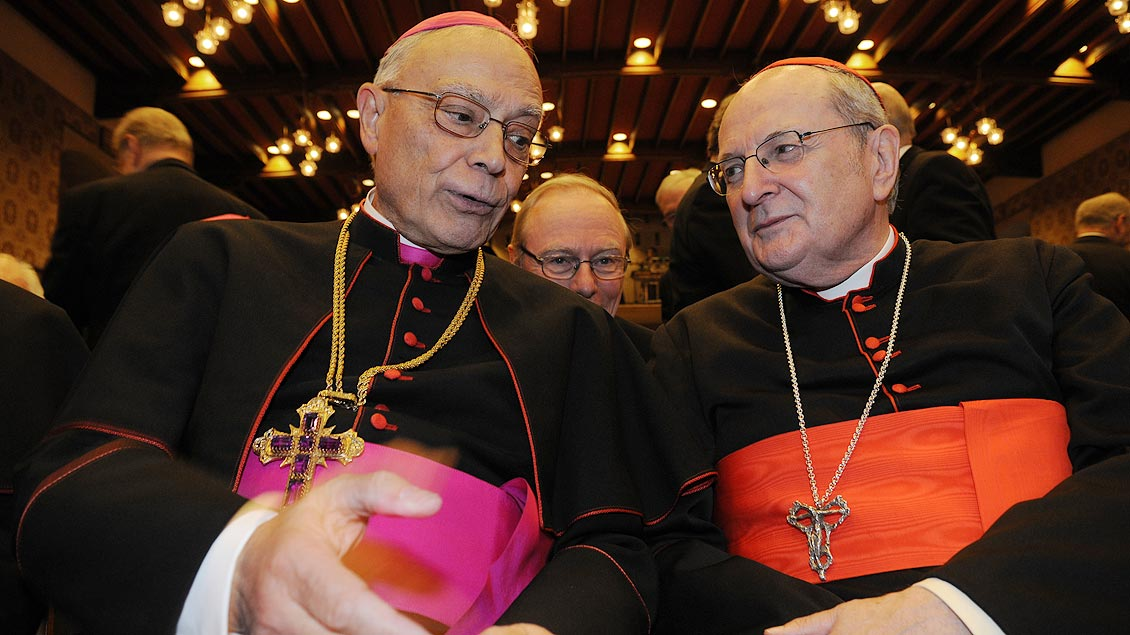 Persönliche Gratulation: Kardinal Meisner mit Bischof Reinhard Lettmann beim Empfang zum 75. Geburtstags des münsterschen Bischofs im Rathaus von Münster im Jahr 2008. | Foto: Michael Bönte