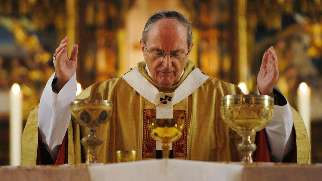 Kardinal Meiser bei der Eucharistiefeier in St. Ludgerus Billerbeck im Jahr 2005. | Foto: Michael Bönte