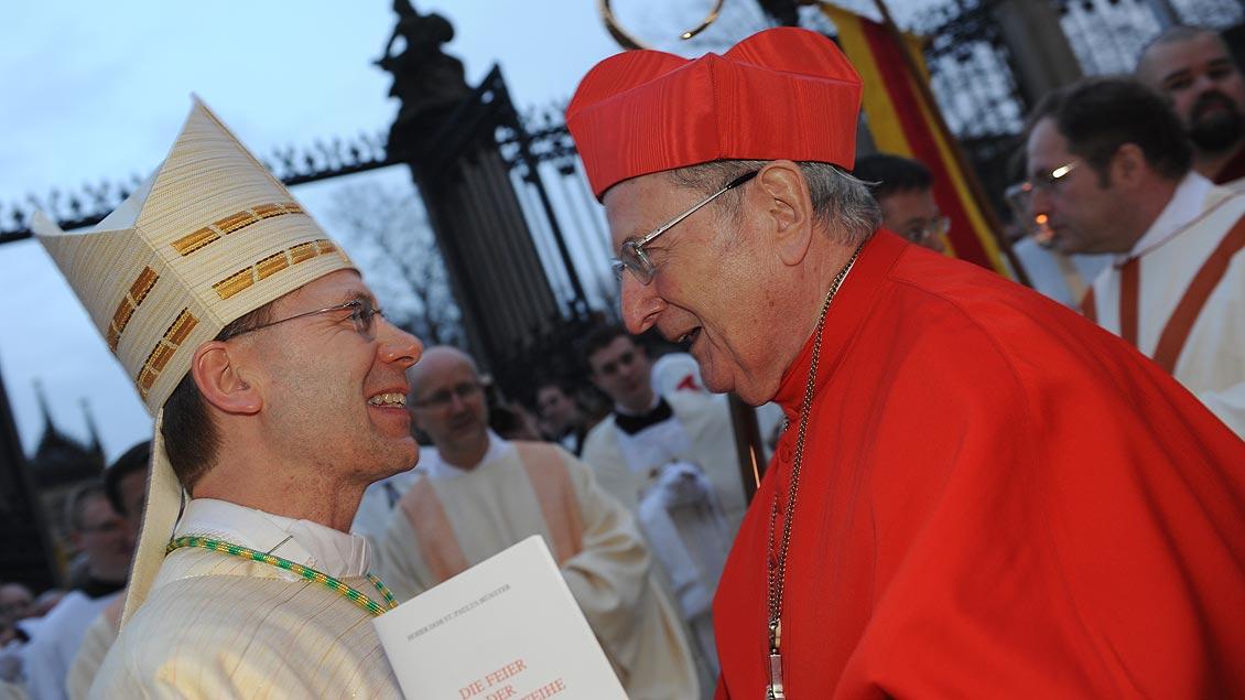 Mit Weihbischof Stefan Zekorn bei dessen Bischofsweihe im Jahr 2011. | Foto: Michael Bönte