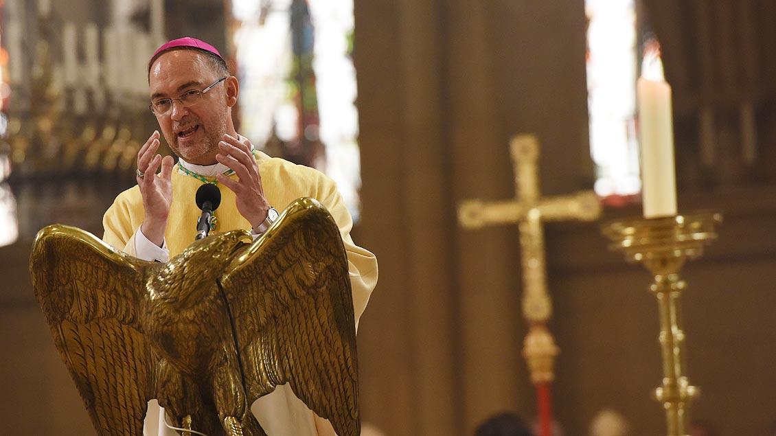 Dankesworte: Weihbischof Rolf Lohman richtete sie an seine Familie, Wegbegleiter und Gratulanten. | Foto: Michael Bönte