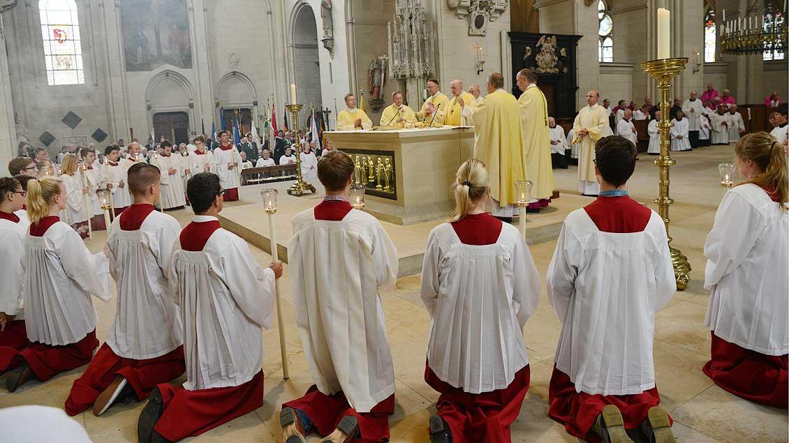 Die Eucharistiefeier im der Weihe-Messe. | Foto: Michael Bönte