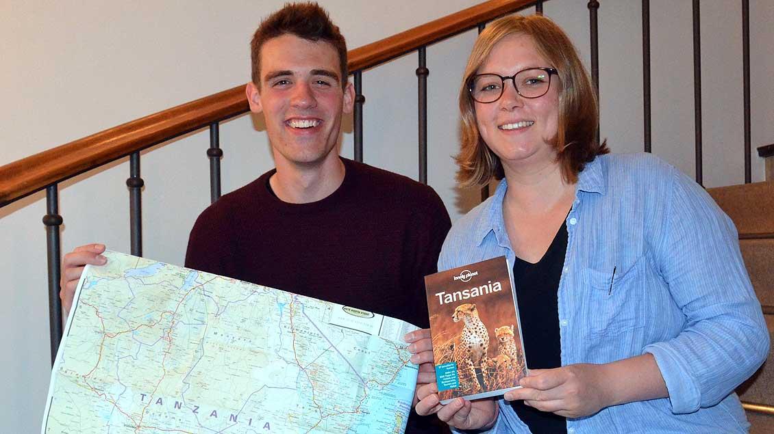 Vera Zitzmann und Oskar Holtmann gehen als Freiwillige nach Tansania. | Foto: Ann-Christin Ladermann (pbm)