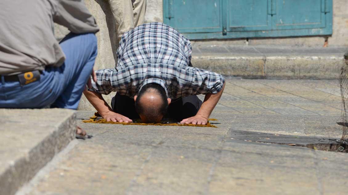 Ein Muslim beim Gebet.