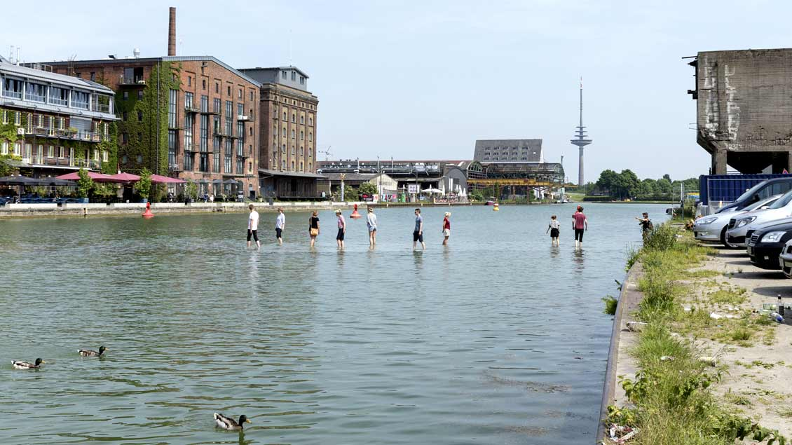 "Ayşe Erkmen: ""On Water"" in Münsters Hafen, Skulptur Projekte 2017."